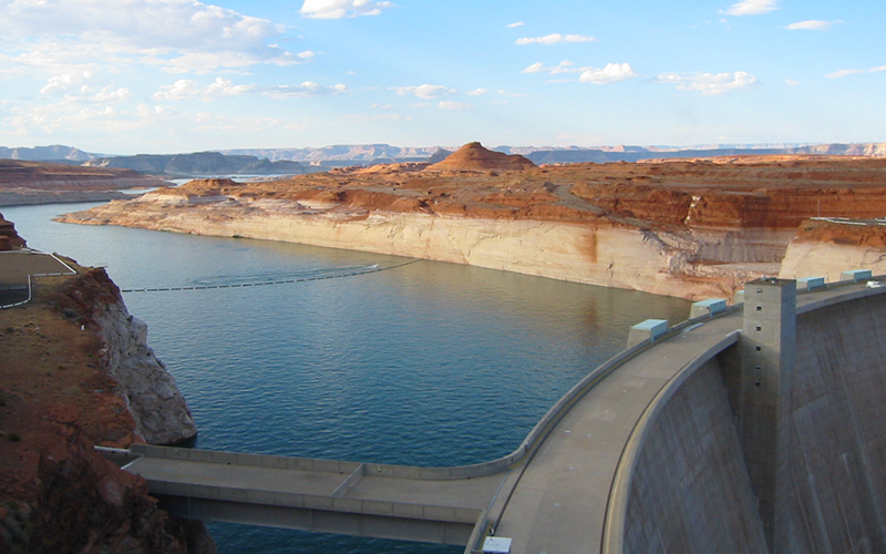 Lake Powell and Glen Canyon Dam in July 2004. Credit: Bradley Udall, Univ. of Colorado